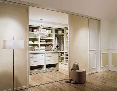 begehbarer kleiderschrank luxus f r fashion fans. Black Bedroom Furniture Sets. Home Design Ideas